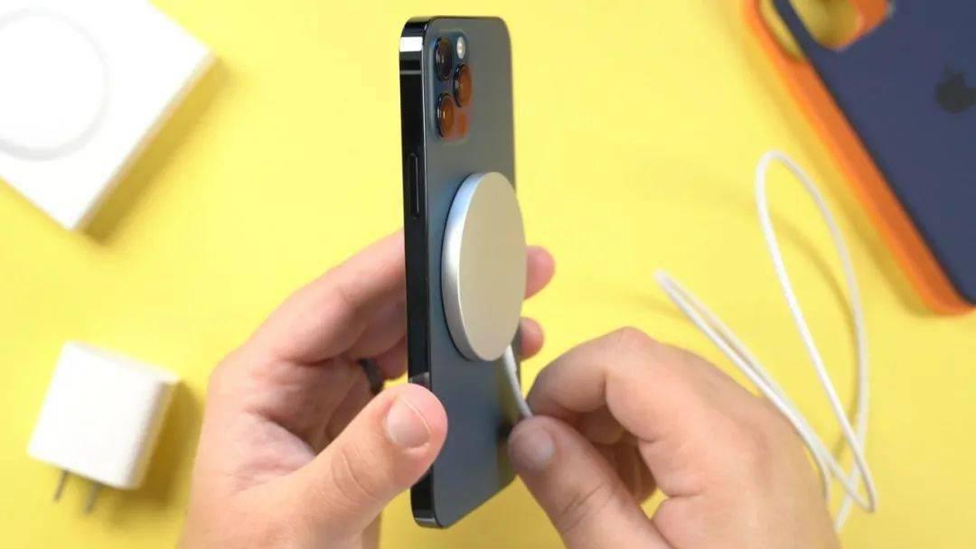 无接口的iphone手机您愿意买吗?